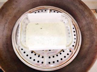 时蔬山药鸡蛋糕 宝宝辅食,放入锅中,大火煮开转小火隔水蒸15分钟