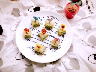 时蔬山药鸡蛋糕 宝宝辅食,时蔬山药鸡蛋糕就做好了,切成宝宝好拿的形状,块状,条状都行