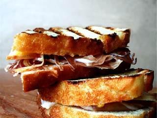 简单美味的三明治,可以享用啦!