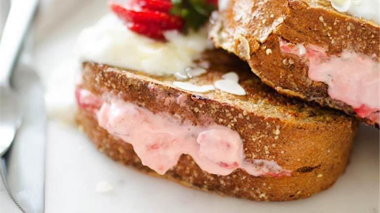 草莓芝士蛋糕馅法式吐司