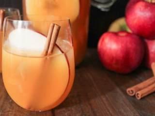 波旁调味苹果酒