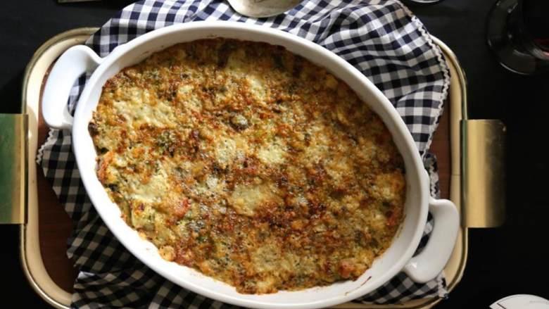 布鲁塞尔炖菜配培根和戈尔根朱勒干酪