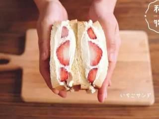 水果奶油三明治