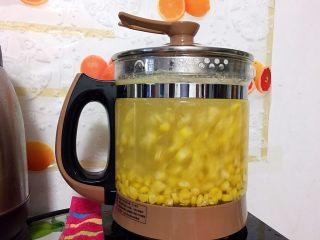 奶香玉米汁,水开后煮上15分钟就熟了。