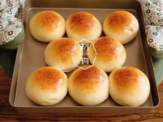 幸福小餐包,烤箱预热完成后,185°蒸汽烤15分钟。
