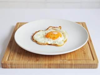 荷包蛋,上桌享用吧!