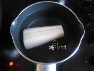 南昌凉拌藕,莲藕 去皮,煮至用筷子可以轻松戳穿的程度