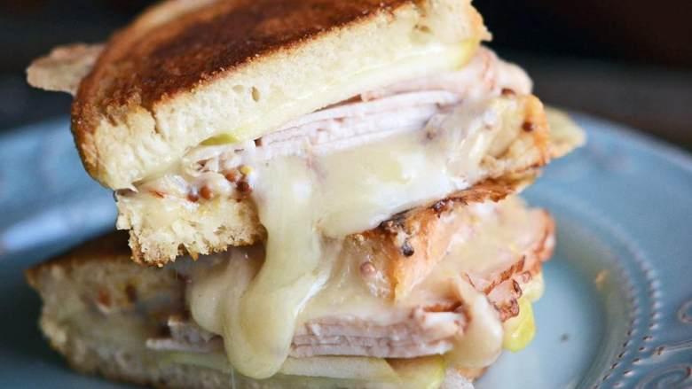 苹果火鸡三明治,装盘享用吧!