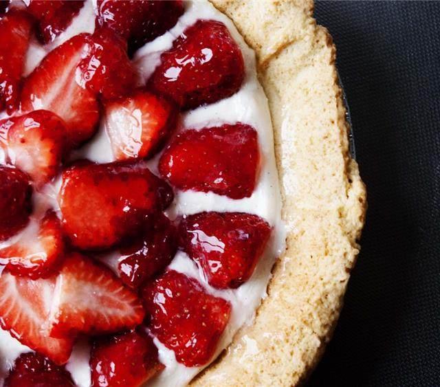 草莓奶冻派