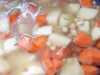 #万能的土豆#咖喱土豆,加水烧开