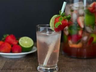 草莓莫吉托,上酒,请慢慢享用!