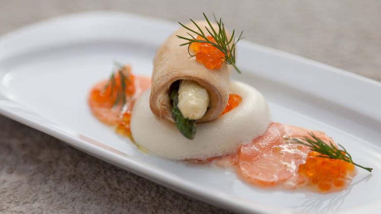芦笋奶酪生三文鱼片
