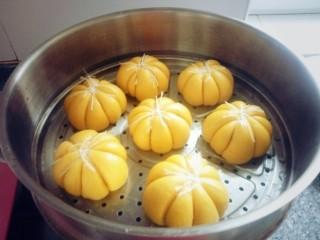 南瓜猪肉豇豆包子,等五分钟后打开盖子出锅了。