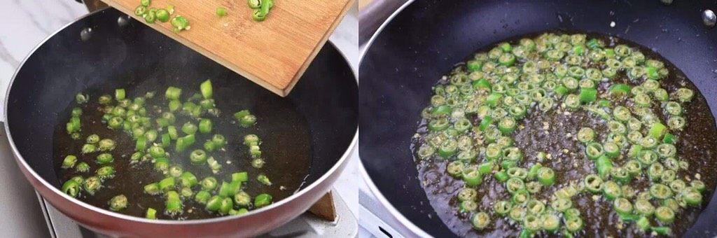 负责任的告诉你,饿的时候看这锅菜能一口气吃2碗饭!? 水煮鲜蔬,最后,另起一锅,热锅起油,爆香美人椒