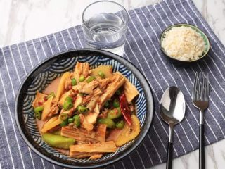负责任的告诉你,饿的时候看这锅菜能一口气吃2碗饭!? 水煮鲜蔬,小二,再上一碗米饭来......