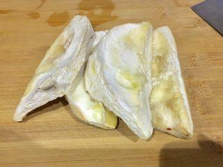 榴莲炖鸡汤,榴莲壳内肉,前两天吃了榴莲 切下放冰箱存着😬