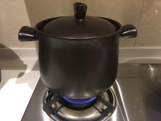 榴莲炖鸡汤,我开的中火…炖40分钟后转小火,期间最好不要开盖子哦~