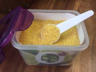 小米海鲜营养粥,买的是农家黄小米,熬粥喝很香糯。
