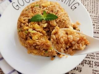 剩米饭妙用—鸡蛋酱油炒饭,成品,米饭粒粒分明咸香可口