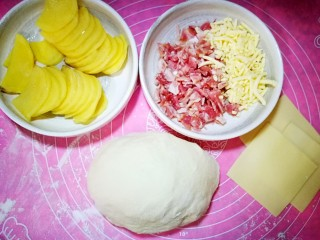 佛卡夏面包,面团发酵至原来的2.5倍,大约四十分钟。