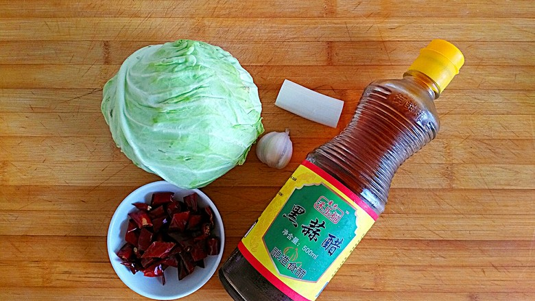 口水直流的酸辣脆爆炒卷心菜,材料备好