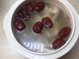 印度椰子鸡汤,加入水,多少按个人喜好加。