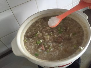 私房猪肝粥,调味,盐和鸡精
