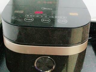 清补凉糖水,我这个锅有微压功能,所以90分钟是刚好。这步要看煲的功能而定,不作要求。