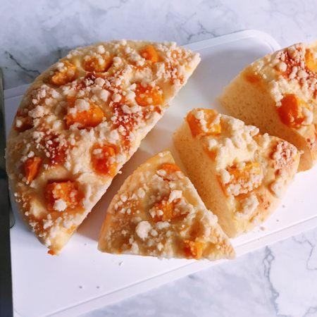 椰子味酥粒芒果面包