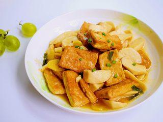 菌茹烩豆腐,装盘。
