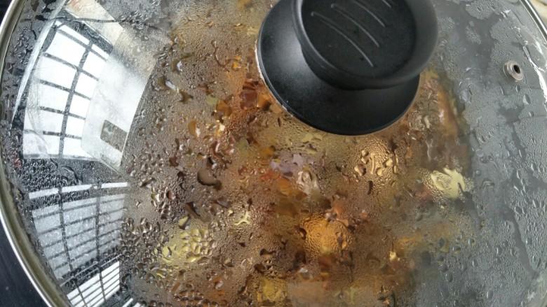 肉末茄子,盖上锅盖闷三四分钟