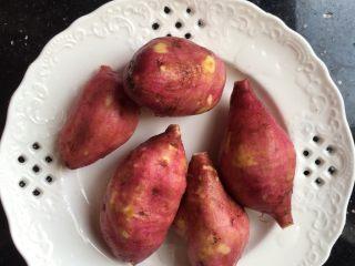 红薯芝麻球,红薯洗干净