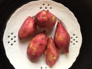 红薯芝麻球,上锅蒸15分钟