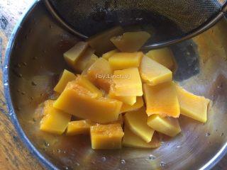 彩色皮冻,煮熟的南瓜控去水分后待用