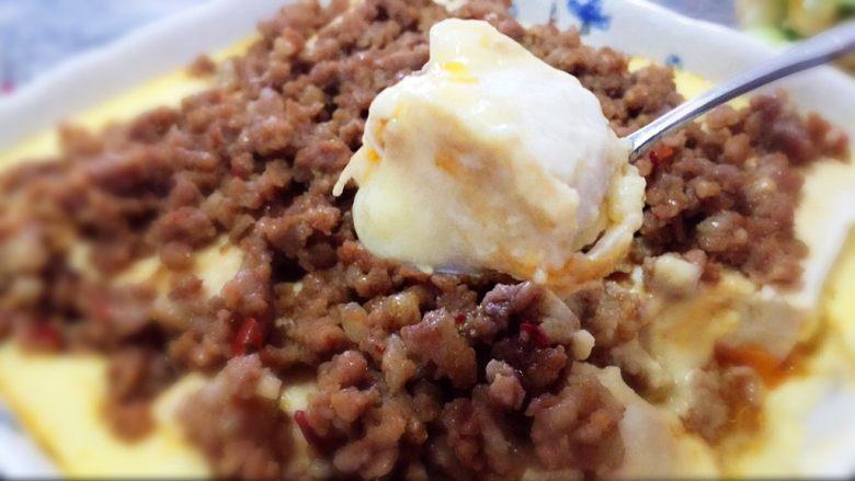 层层土豆腐蒸肉,很下饭,但其实味道不咸,有点辣,开胃极了!