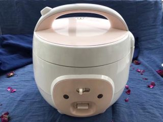 解渴消暑豆浆粥,打开煮粥键慢慢炖一个小时就完美收工啦!不用管它!中间还可以做自己的事情!
