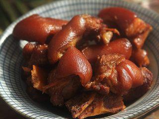 自制卤水猪蹄,习惯性来张特写,诱惑下亲们的味觉!