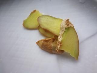 秋冬滋补篇:鲍鱼排骨山药汤(含鸡汤粉做法),姜切片