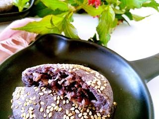 三合面粉混搭紫米鲜肉饼(烤箱),有木有馋到你呢?