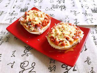 剩馒头的春天  馒头火腿披萨,好香啊,可以开餐了