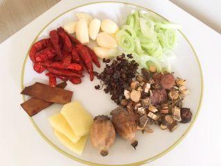卤五花肉 中餐厅版本,将所需材料洗净准备齐全备用