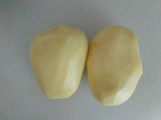 蔓越莓土豆月饼,土豆去皮。