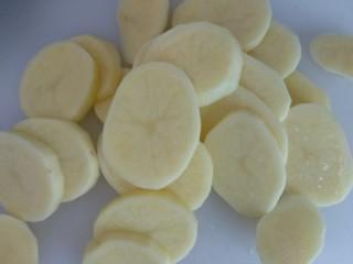 蔓越莓土豆月饼,切成薄片。
