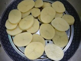 蔓越莓土豆月饼,热锅蒸熟。
