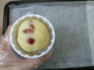 蔓越莓土豆月饼,放入模具。