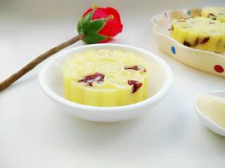 蔓越莓土豆月饼,吃时抹上沙拉酱即可。(或自己喜欢的酱料)