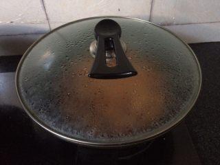 茄汁大虾🦐,盖上锅盖,大火煮开后转小火慢煎