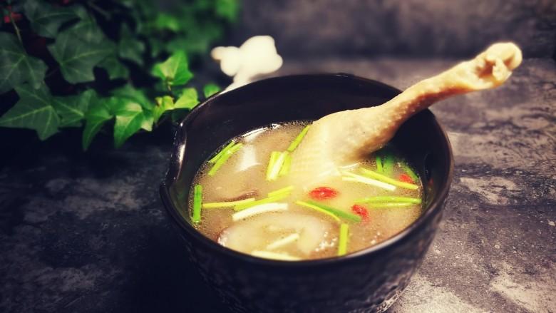 秋冬滋补篇:老母鸡白果海参汤