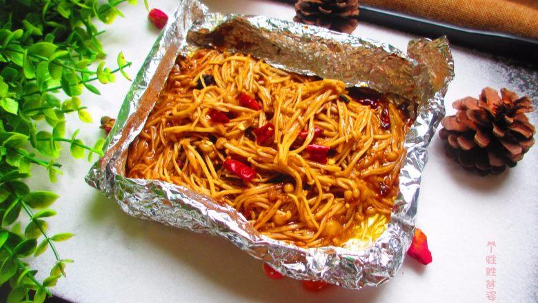 盐焗锡纸金针菇,酱香四溢,金针菇滑嫩,特别好吃下饭