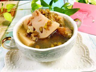 绿豆莲藕筒骨汤,来一碗吧^_^